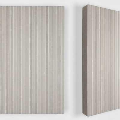 40 Dice Rolls and 140 Coats 2020 Pigmenti, gesso e acrilico su lino / Pigments, chalk and acrylic on linen 40×40 cm